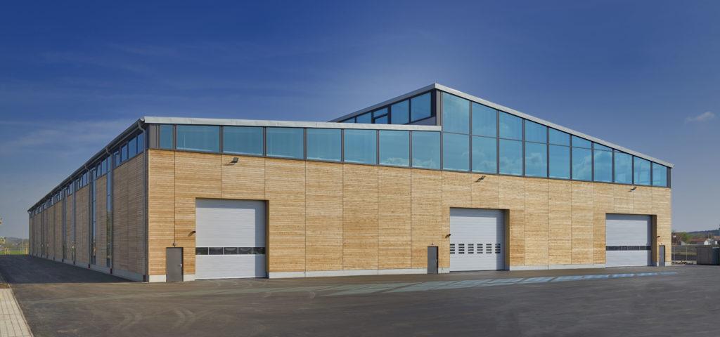Fertigungshalle für Huber + Sohn in moderner Holzbauweise.